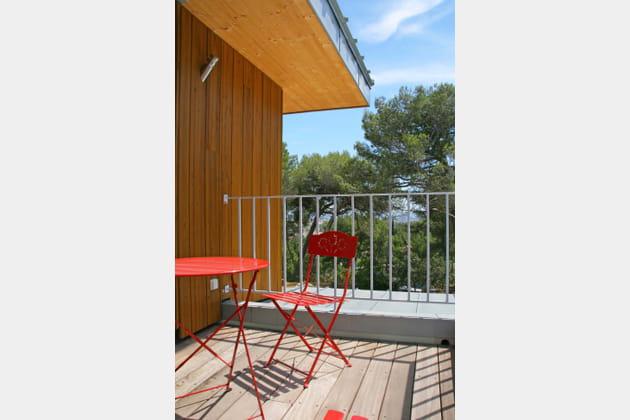 La terrasse en bois et en zinc