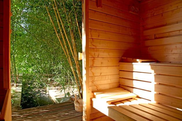 Un sauna dans les bambous