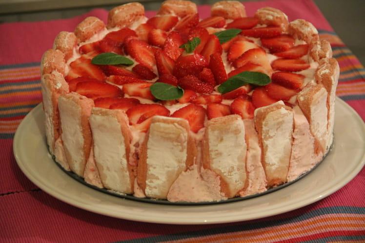 Gâteau fleur de fraises et biscuits de Reims