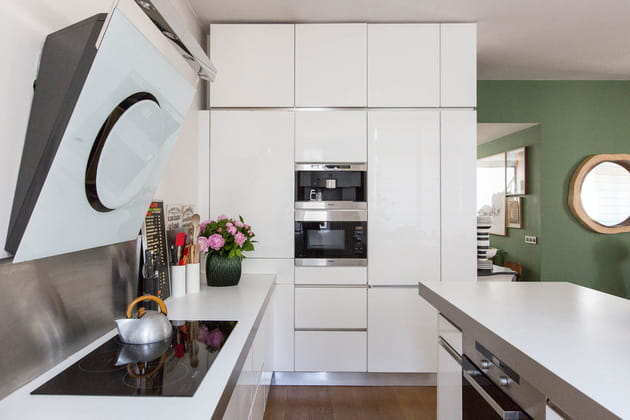Une cuisine jusqu'au plafond