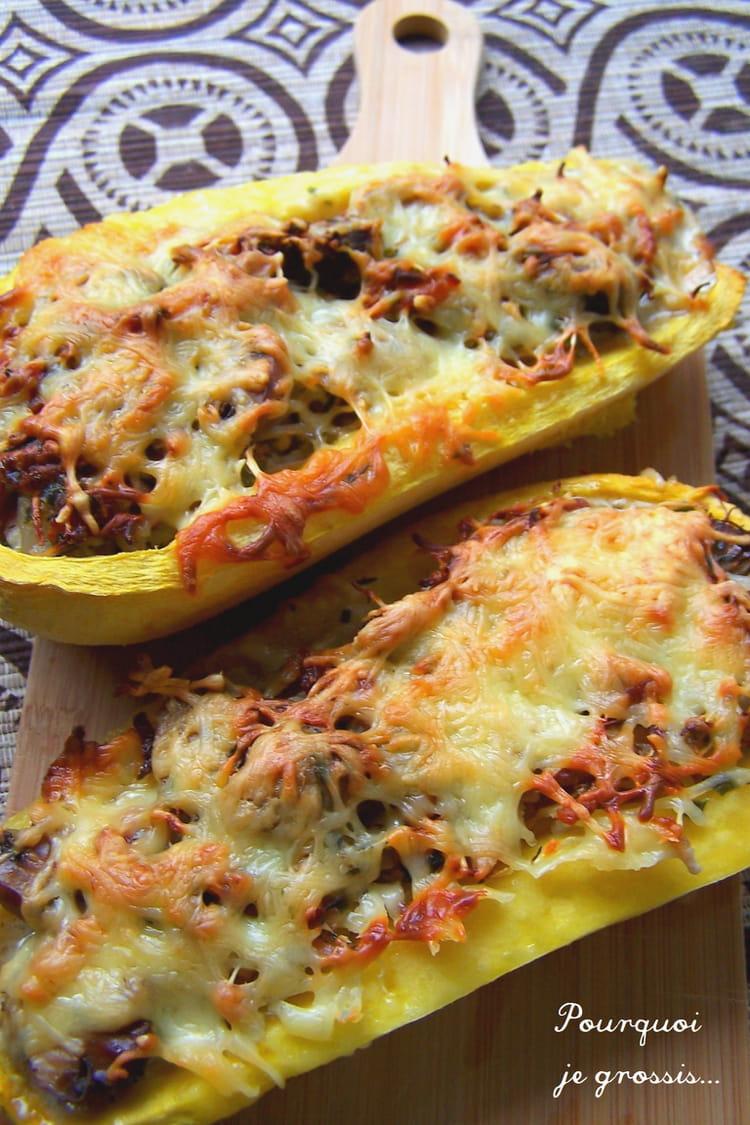 Recette de courge spaghetti farcie aux lardons champignons et pousses de soja la recette facile - Cuisiner courgette spaghetti ...