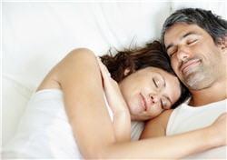 les rapports sexuels favorisent la détente et l'endormissement.
