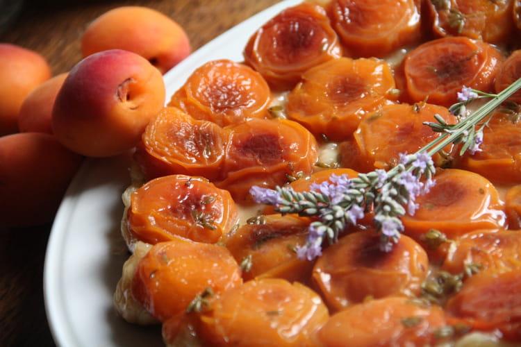 Tatin aux abricots et à la lavande