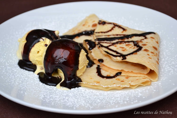 Crêpes nappées de chocolat fondu et glace vanille
