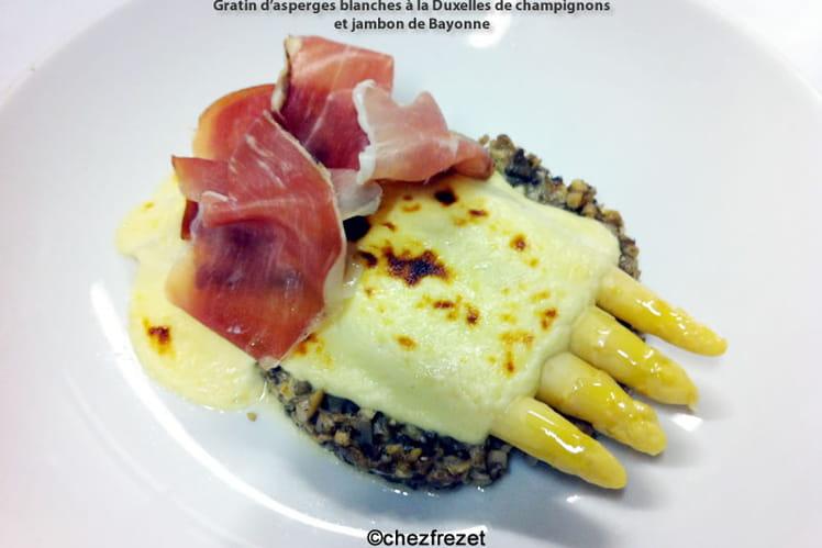 Gratin d'asperges blanches à la Duxelles de champignons et jambon de Bayonne