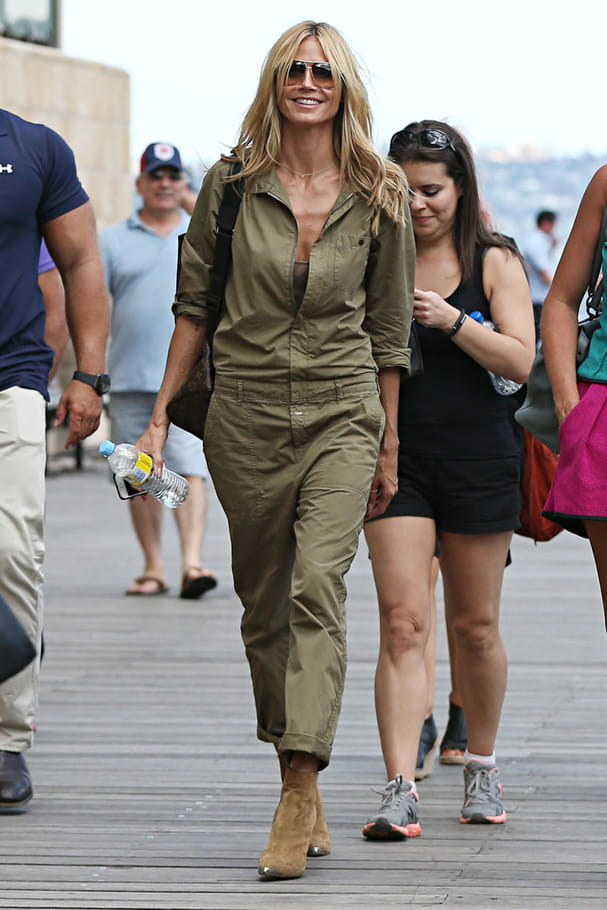 Heidi Klum en combinaison kaki