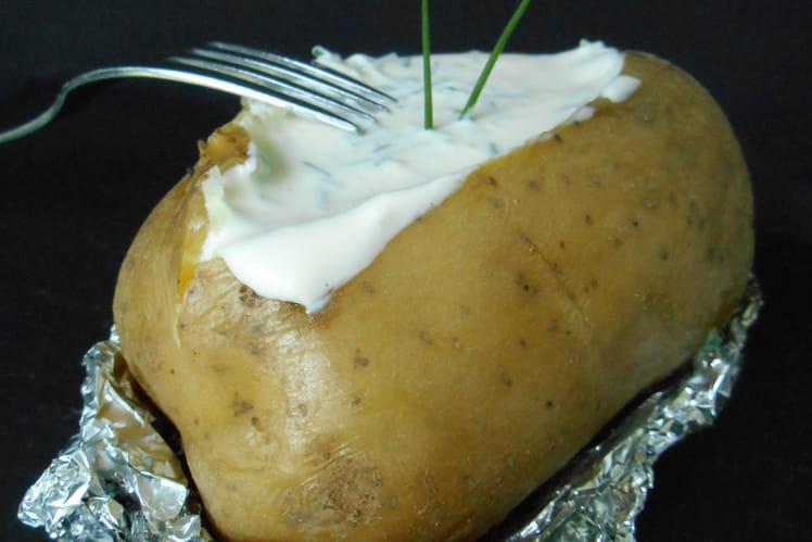Pommes de terre en papillote au four et sauce ciboulette