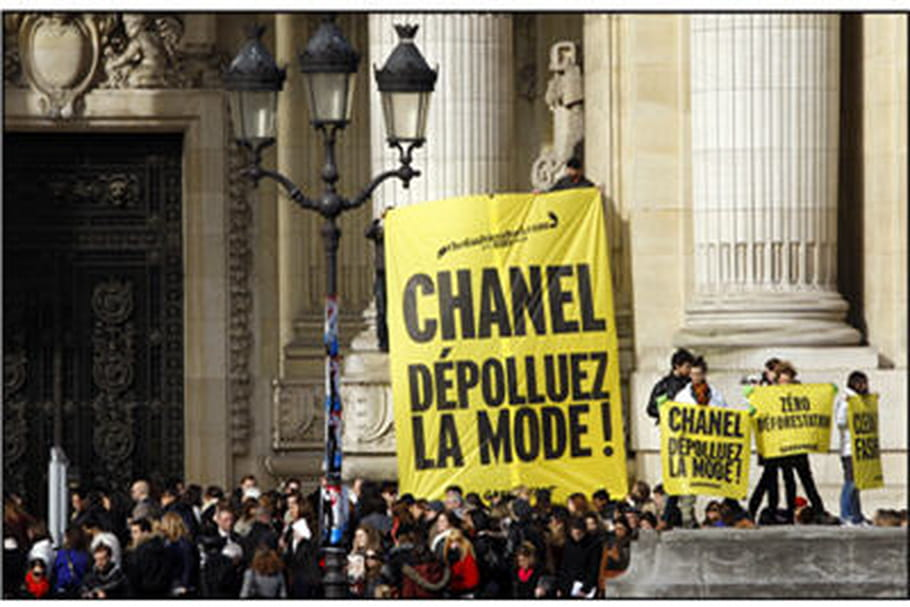 Fashion week Paris : Greenpeace VS Chanel : le fashion duel