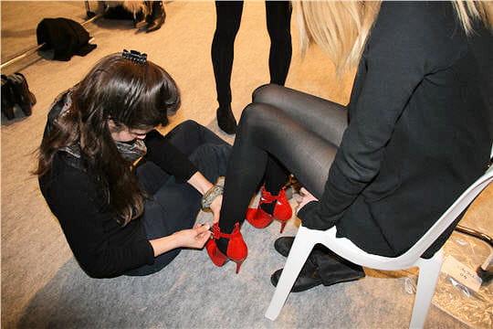 Fashion week : défilé Guy Laroche, prêt-à-porter automne-hiver 2011-2012 backstage