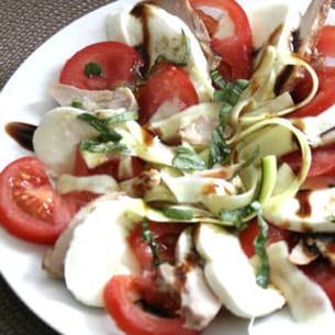 salade de courgettes, tomates, poulet et mozzarella