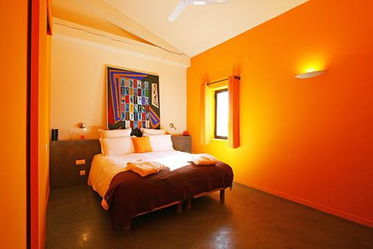 La chambre jaune for Couleur rouge chambre