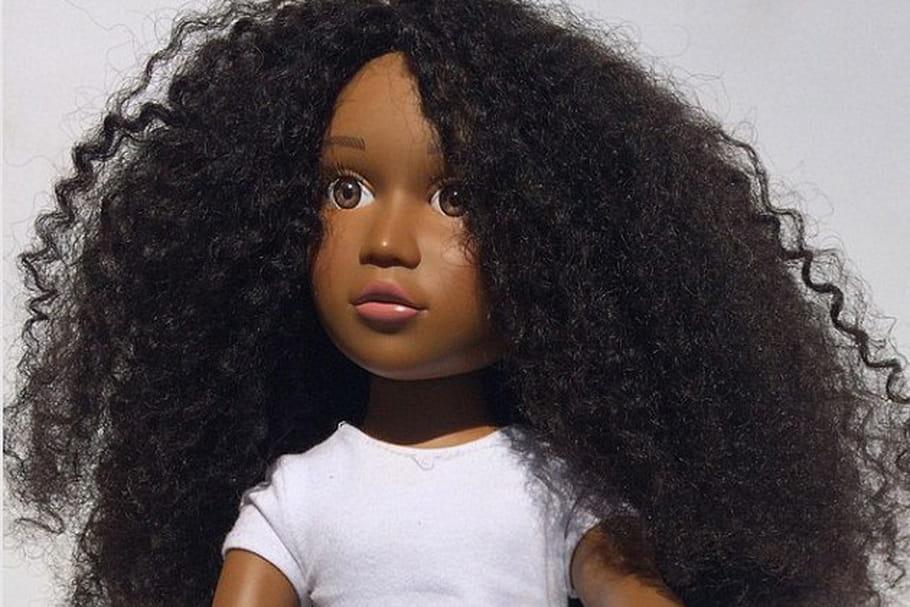 Angelica Doll : une mère crée une poupée noire aux cheveux crépus pour sa fille