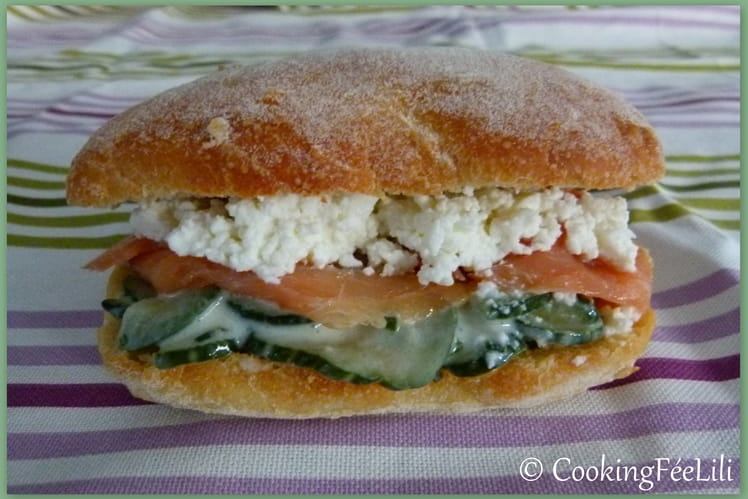 Concombre à la crème et à la menthe en sandwich