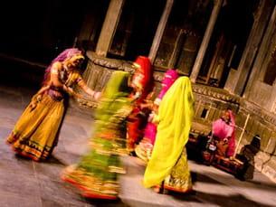 devenez une star de bollywoodgrace à la danse indienne.