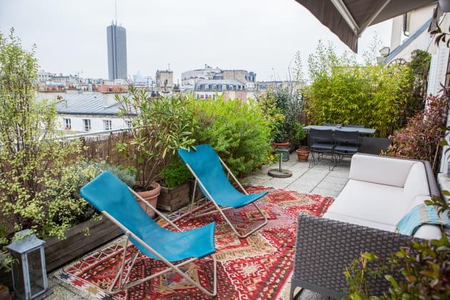 Un salon de jardin sur une terrasse