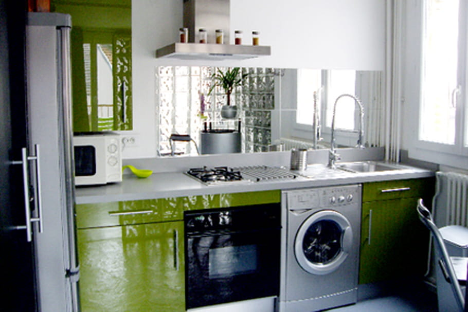 une cuisine color e et fonctionnelle. Black Bedroom Furniture Sets. Home Design Ideas