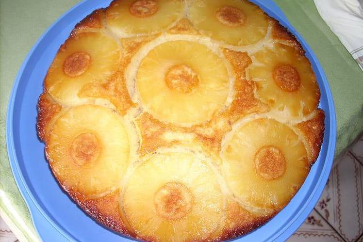 Gâteau renversé à l'ananas, rhum et caramel liquide