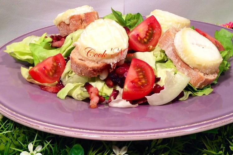 Salade de chèvre chaud aux lardons et sauce à l'échalote