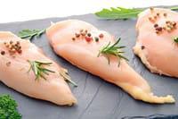 les blancs de poulet sont riches en protéines.