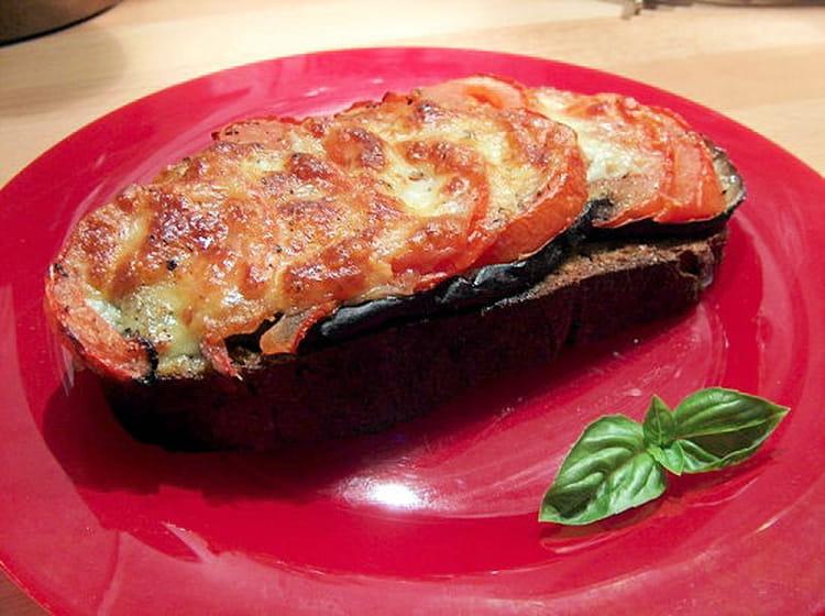 recette de tartines d lice aubergines tomates mozzarella la recette facile. Black Bedroom Furniture Sets. Home Design Ideas