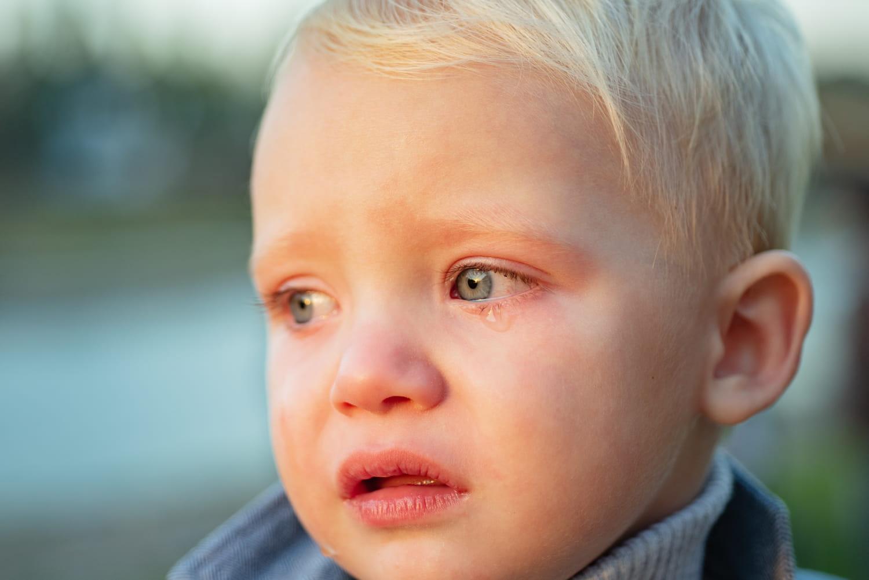 Bébé a un œil qui coule: que faire?