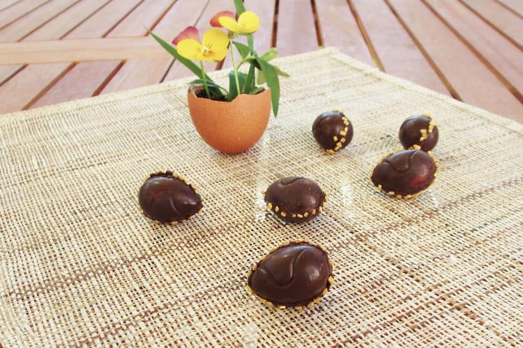Petits oeufs au chocolat, fourrés à la crème de citron