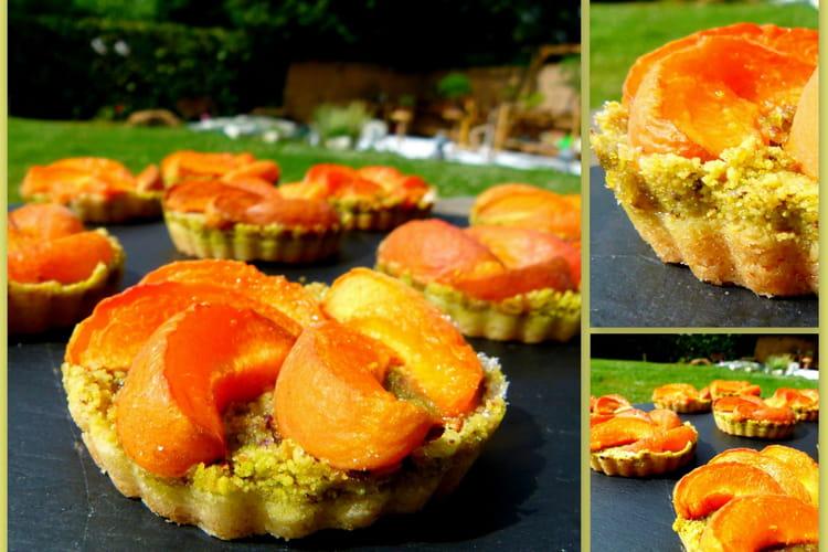 Tartelettes sablées, pâte de pistaches et abricots