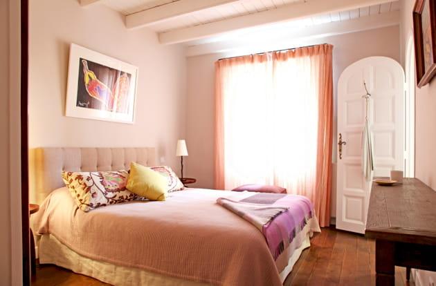 Une chambre aux tons roses
