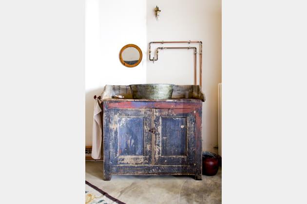 Antique bassine détournée en vasque
