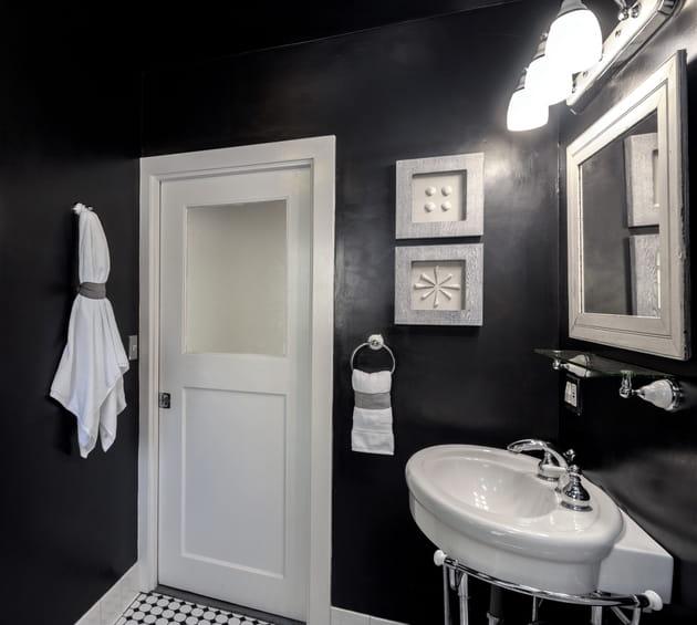 Peinture noire mercadier - Couleur tendance pour salle de bain ...