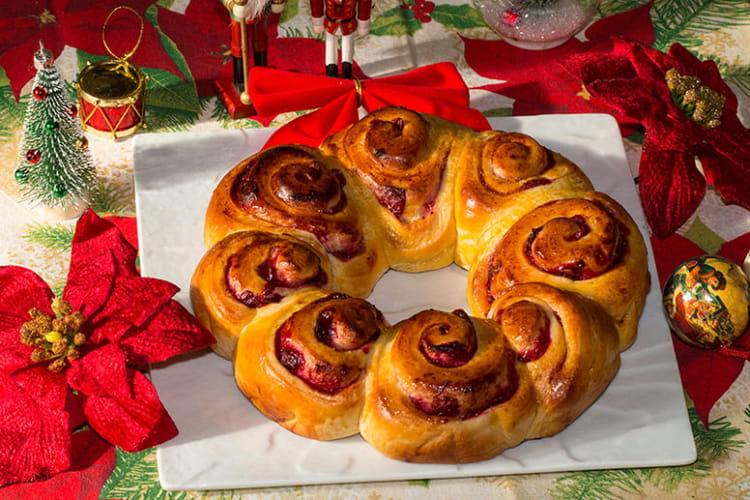 Couronne briochée de Noël aux canneberges