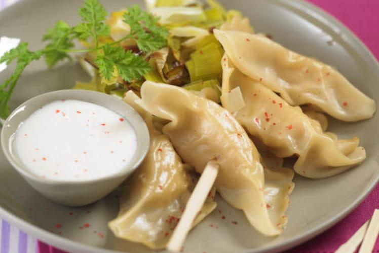 Ravioles de saint-jacques, fondue de poireaux et sauce crémée au floc de gascogne blanc