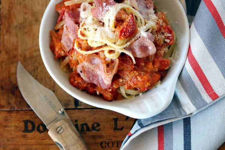 Pâtes Linguine aux lardons et à la tomate