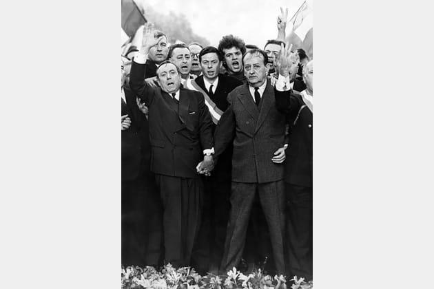 Manif pour Genéral de Gaulle plan serré – A. Malraux et M. Debré