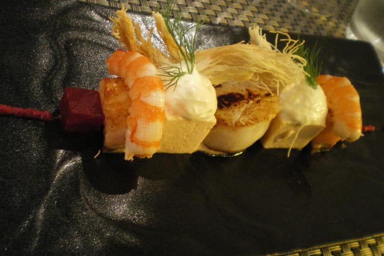 Brochettes de crevettes, Saint-Jacques et foie gras
