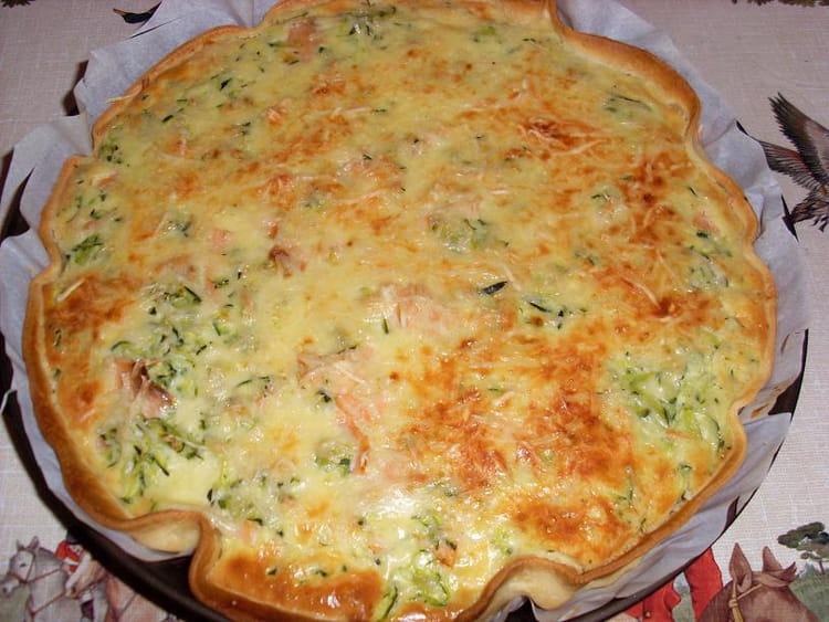 recette de quiche aux courgettes et au saumon la recette facile. Black Bedroom Furniture Sets. Home Design Ideas