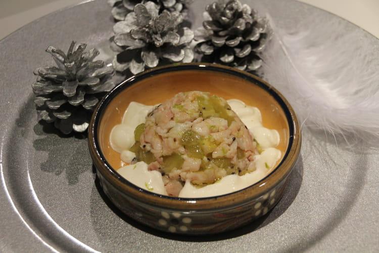 Tartare de kiwi et truite fumée, crème épaisse au raifort