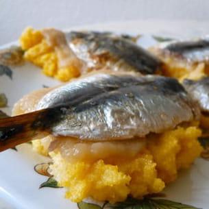 bruschetta de polenta sardines citronnées-pommes
