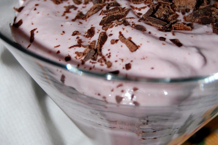 Mousse fraise aux éclats de chocolat
