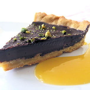 tarte au chocolat épicé et pistache et son coulis
