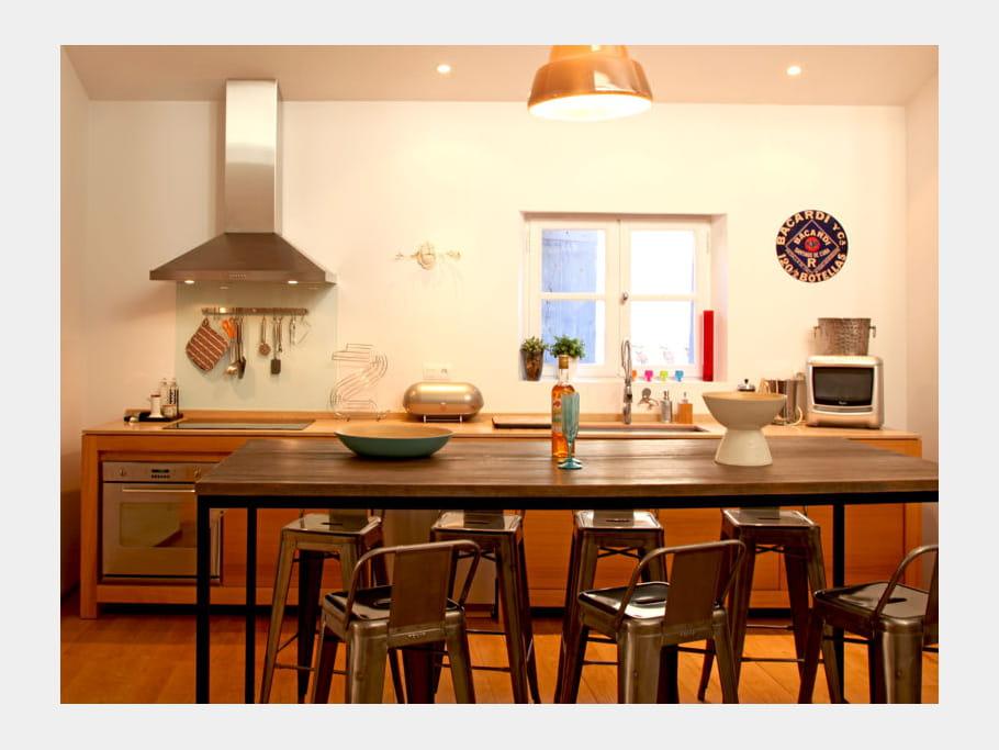 cuisine en bois sur pieds cuisine en bois le naturel revient au galop journal des femmes. Black Bedroom Furniture Sets. Home Design Ideas