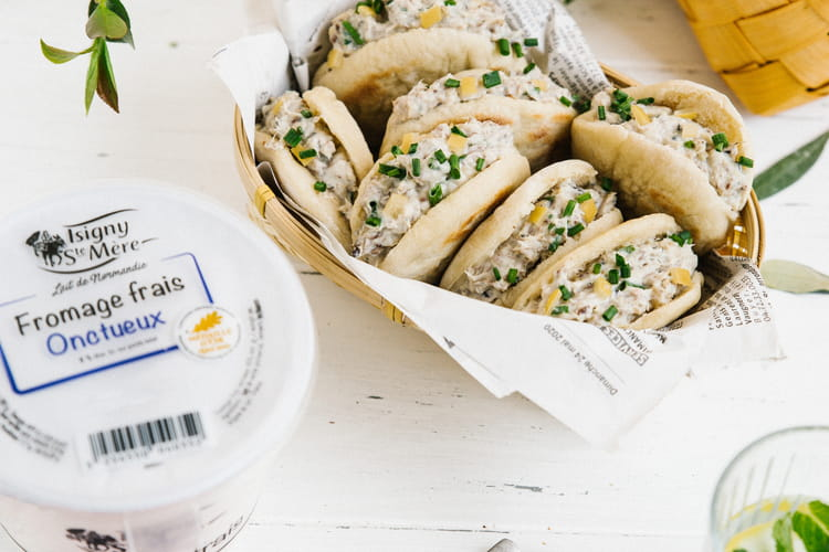 Mini pitas aux rillettes de sardines, citron confit et fromage frais