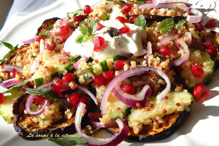Salade de quinoa aux aubergines épicées et graines de grenade