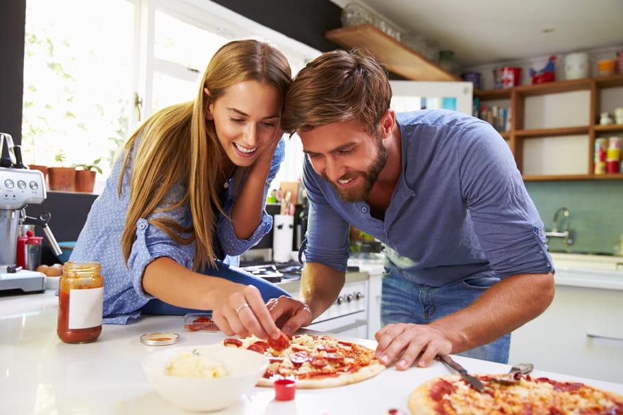 15façons de renforcer son couple confiné (plutôt que de le briser)
