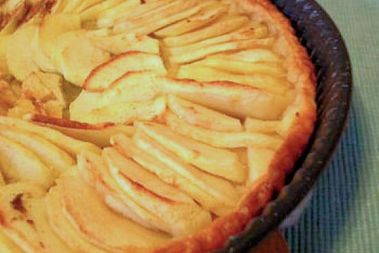 Tarte aux pommes saupoudrée d'amande