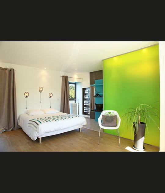 Une chambre acidulée