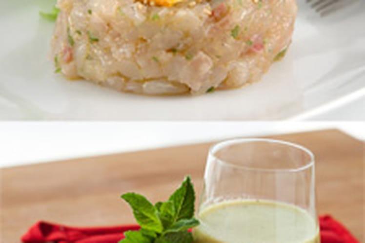 Soupe froide de tomate aromates et betterave accompagnée de son tartare de thon frais