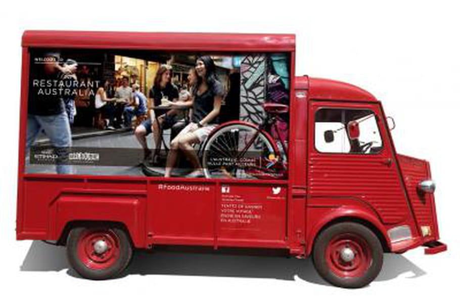 Alexis Braconnier au volant d'un food truck australien