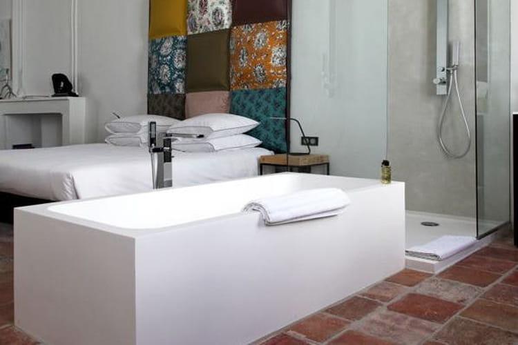 Comment faire une salle de bains ouverte sur la chambre ?