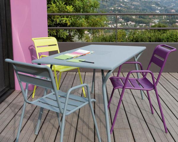 table et chaises monceau de fermob. Black Bedroom Furniture Sets. Home Design Ideas